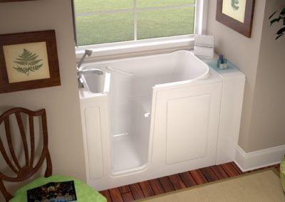 white_walk-in_bathtub_28x48_photo_1_amst_lr_bci